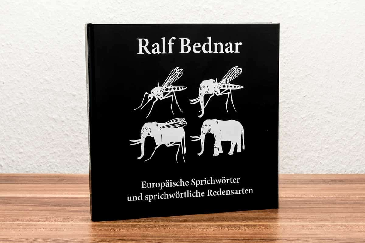 »Europäische Sprichwörter« mit Scherenschnitten von Ralf Bednar