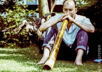 Willis Genialität zeigte sich auch beim autodidaktischen Erlernen von Musikinstrumenten, …